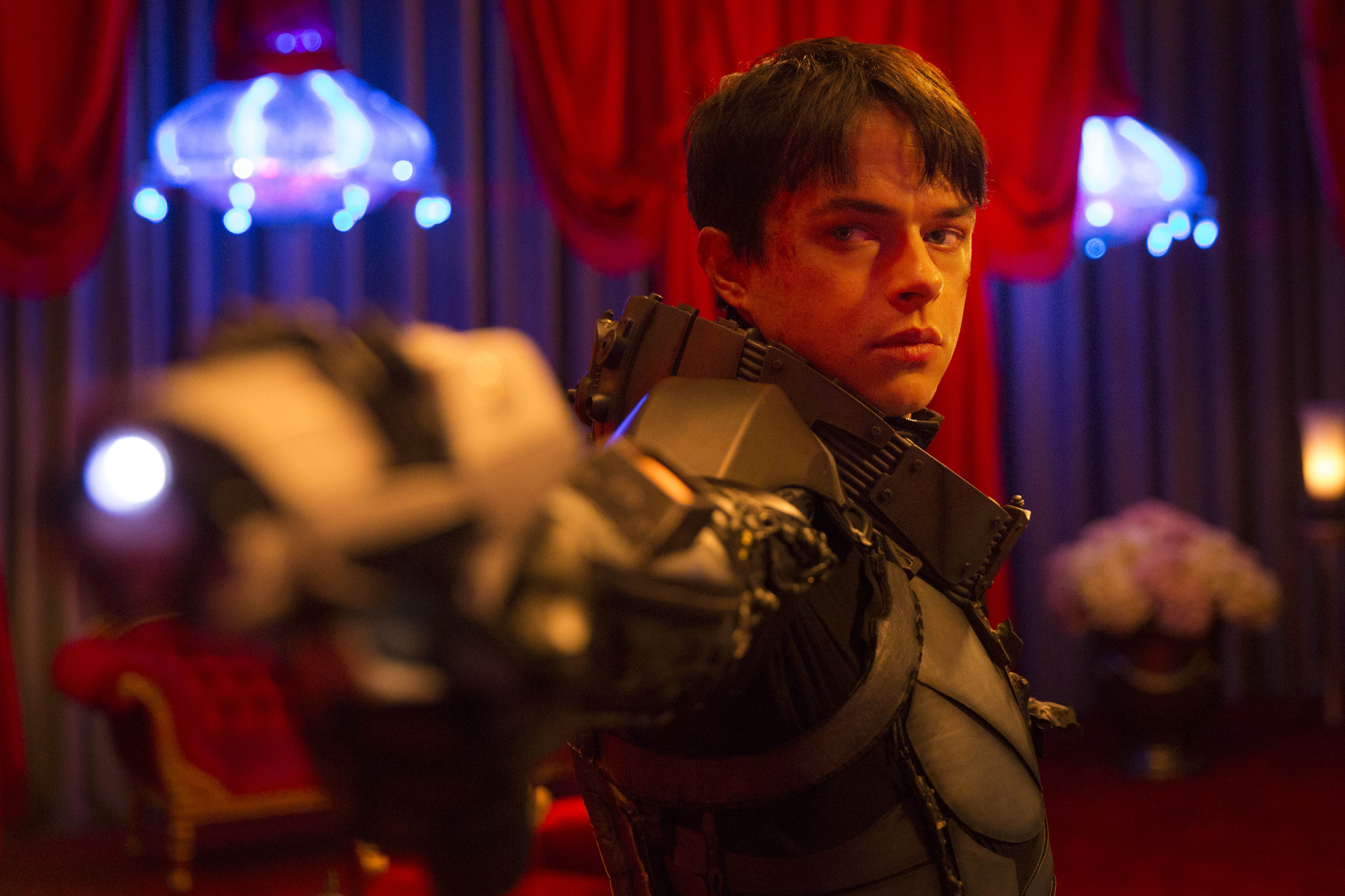 Dane DeHaan shows off his lack of acting chops in Valerian and the City of a Thousand Planets.