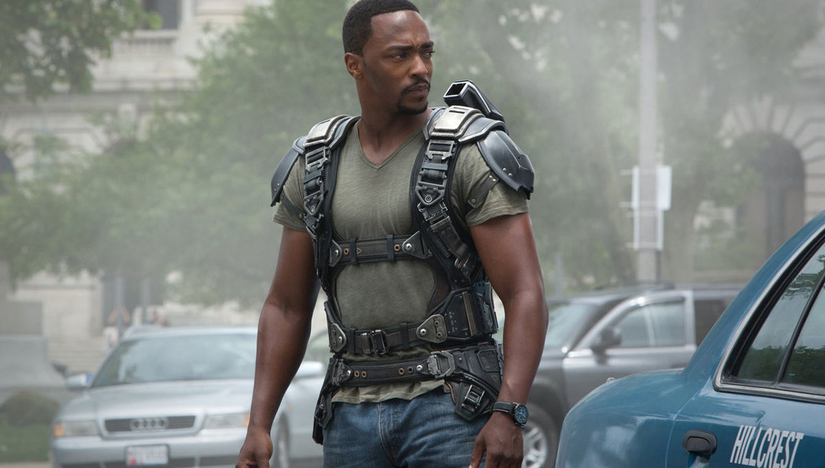 Captain-America-The-Winter-Soldier-Falcon-Outfit
