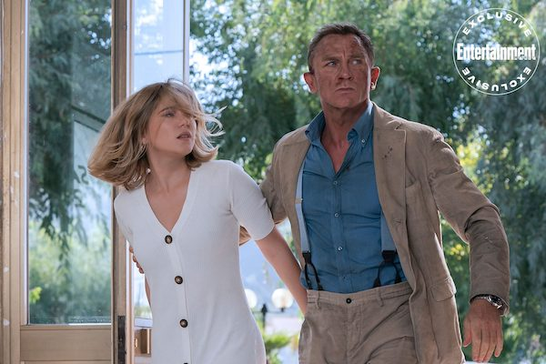 Daniel Craig in his breaces and Léa Sedoux in No Time To Die