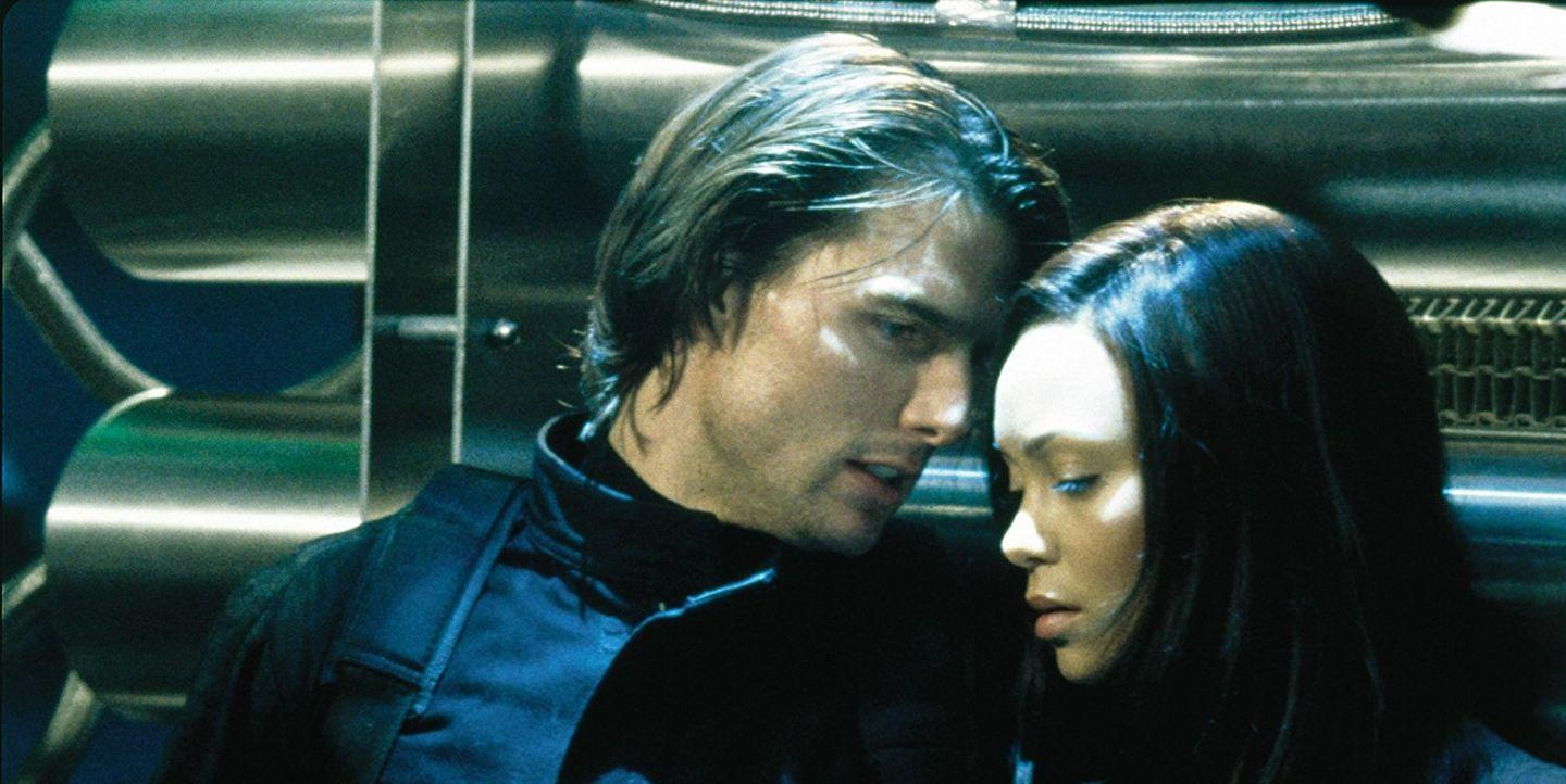 Tom Cruise and Thandie Newton in Mission: Impossible 2