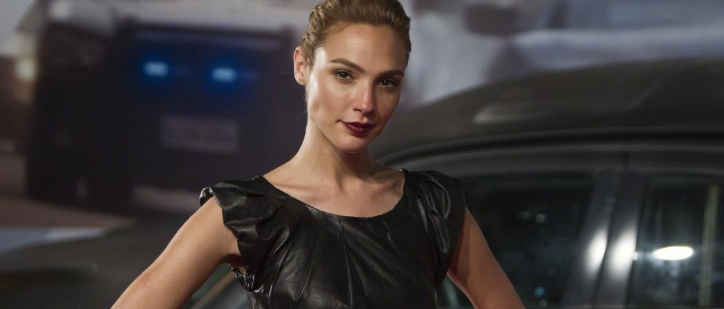 Gal Gadot Female 007 Bond Heart of Gold