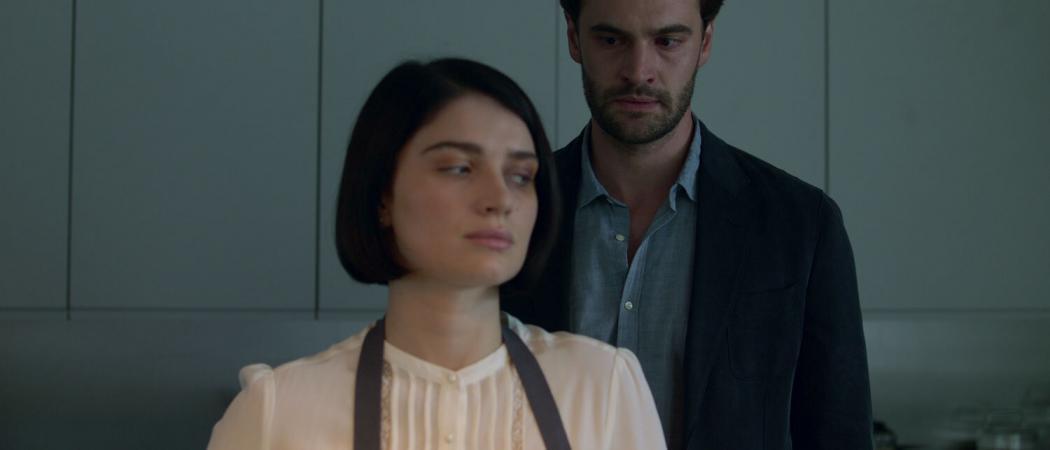 Behind-Her-Eyes-Netflix-Feature