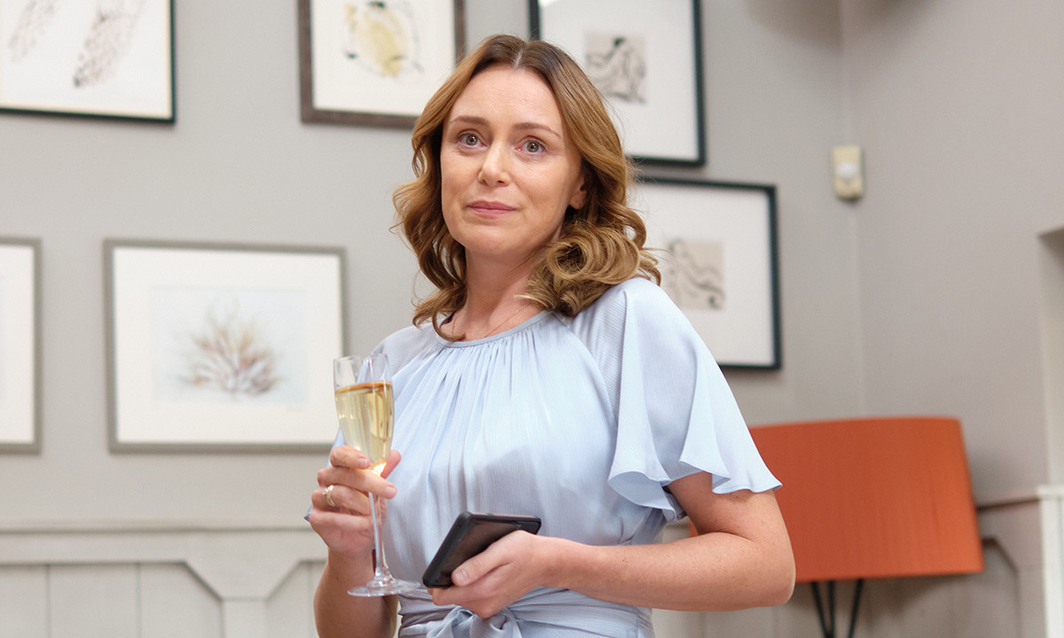 keeley-hawes-finding-alice-t